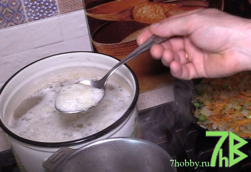 Вкусный суп из крапивы с яйцом и картофелем