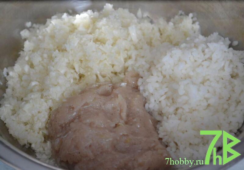 Ленивые голубцы с куриным фаршем и рисом в кастрюле