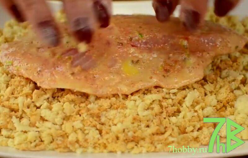 Тилапия в панировочных сухарях на сковороде