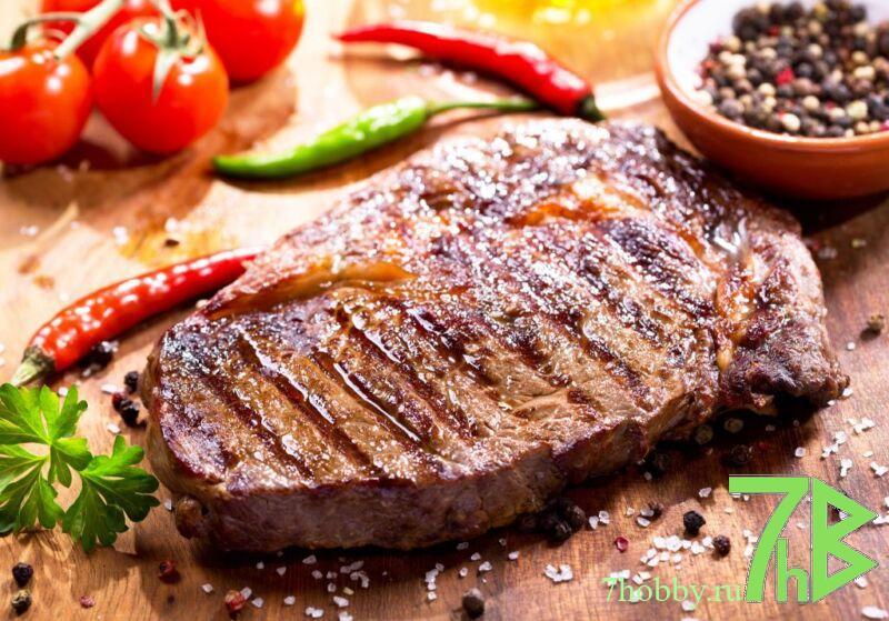 свиной стейк на гриль сковороде